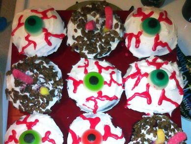 SheSpooks Eyeball & Worm Cupcakes
