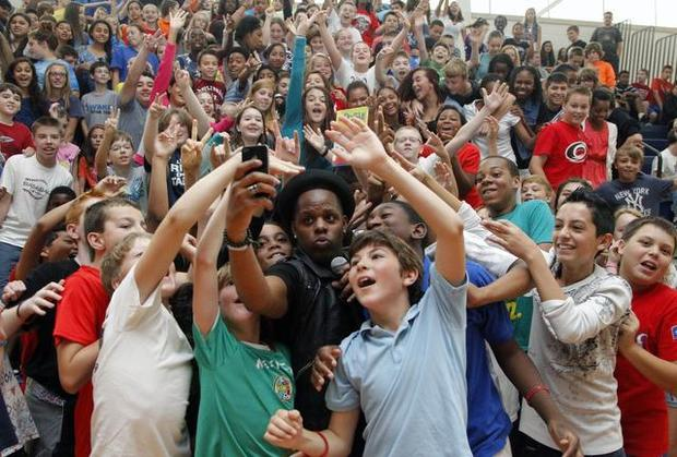 North Carolina Schools Say 'No More Selfies'