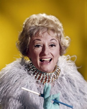 Phyllis Diller: A Pioneer of Comedy Passes
