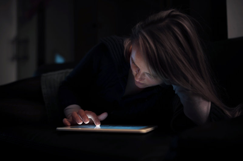 Why E-Readers Could Be Ruining Your Good Night's Sleep