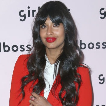Jameela Jamil Points Out Hug…