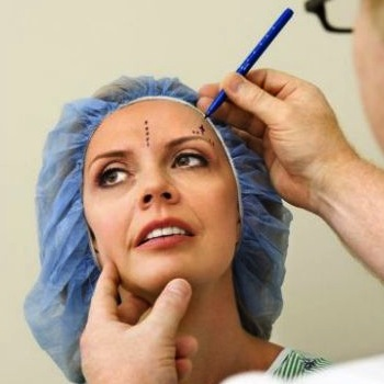 Ring In the Holidays With a Facelift? Plastic Surgeons Report Uptick in Procedures For December
