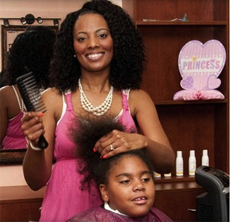 Salon Owner Treats Homeless Kids and Parents To Free Makeovers